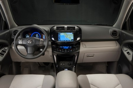Toyota RAV4 EV Innenraum