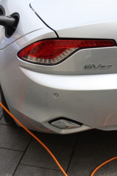 Electric Marathon Fisker EV laden