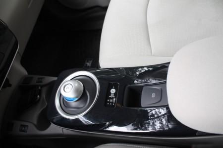 Nissan Leaf Wahlschalter Handbremse Armlehne
