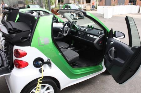 smart fortwo electric drive cabrio beim aufladen