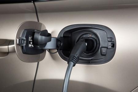 Porsche Cayenne S E-Hybrid Steckdose laden