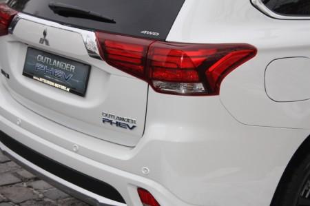Mitsubishi Outlander PHEV 010