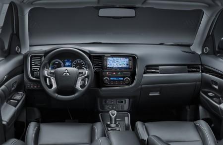 Mitsubishi Outlander PHEV 015